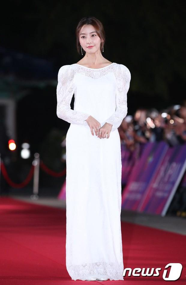 Thảm đỏ hot nhất Hàn Quốc hôm nay: Bạn gái G-Dragon bối rối vì ngực khủng, Jung Hae In đổ bộ cùng 30 ngôi sao - Ảnh 29.