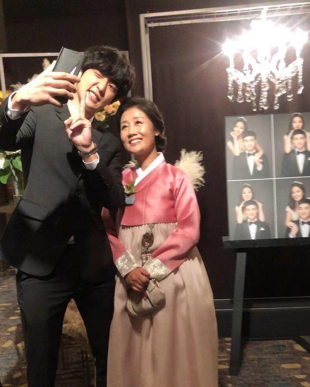 Hôn lễ chị gái nổi tiếng của Chanyeol: Dàn mỹ nam EXO gây bão, song nhan sắc của cô dâu mới là tâm điểm - Ảnh 8.