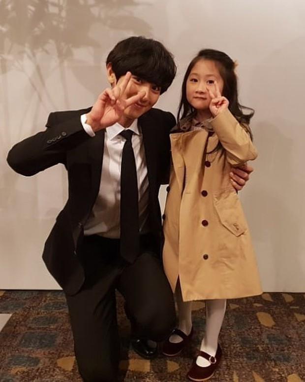 Hôn lễ chị gái nổi tiếng của Chanyeol: Dàn mỹ nam EXO gây bão, song nhan sắc của cô dâu mới là tâm điểm - Ảnh 9.