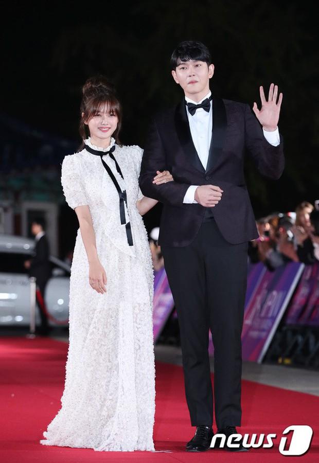 Thảm đỏ hot nhất Hàn Quốc hôm nay: Bạn gái G-Dragon bối rối vì ngực khủng, Jung Hae In đổ bộ cùng 30 ngôi sao - Ảnh 9.