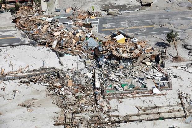 Khung cảnh tan hoang sau bão Michael nhìn từ trên cao - Ảnh 2.