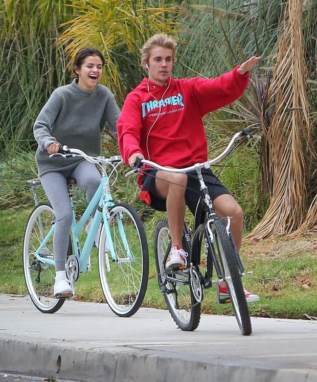 Trái với kỳ vọng của fan, Justin Bieber buồn cho Selena nhưng vẫn chỉ muốn được ở bên Hailey - Ảnh 1.