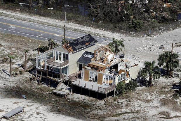 Khung cảnh tan hoang sau bão Michael nhìn từ trên cao - Ảnh 12.