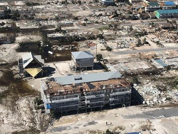 Khung cảnh tan hoang sau bão Michael nhìn từ trên cao - Ảnh 14.