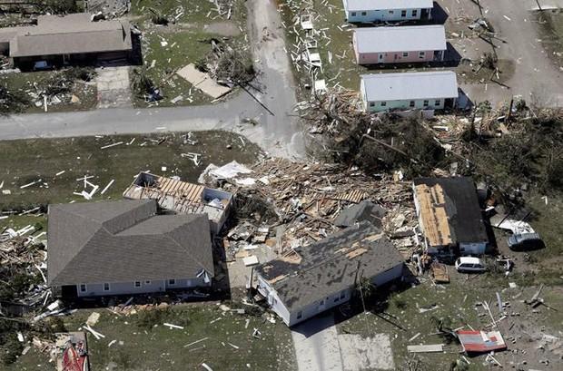 Khung cảnh tan hoang sau bão Michael nhìn từ trên cao - Ảnh 18.