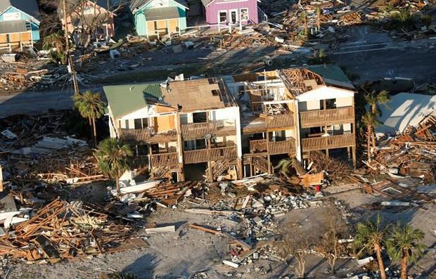 Khung cảnh tan hoang sau bão Michael nhìn từ trên cao - Ảnh 3.