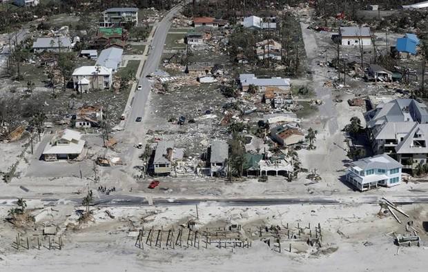 Khung cảnh tan hoang sau bão Michael nhìn từ trên cao - Ảnh 21.