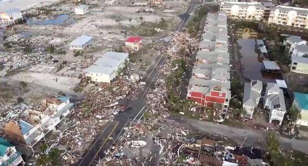 Khung cảnh tan hoang sau bão Michael nhìn từ trên cao - Ảnh 23.