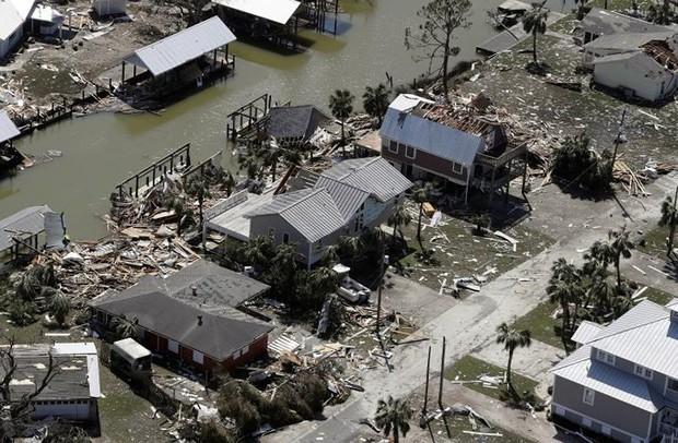 Khung cảnh tan hoang sau bão Michael nhìn từ trên cao - Ảnh 25.