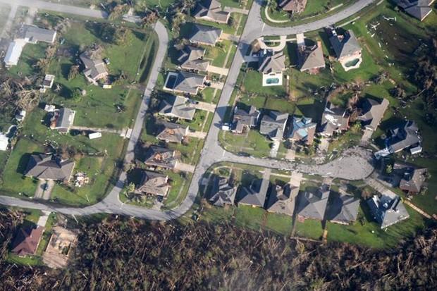 Khung cảnh tan hoang sau bão Michael nhìn từ trên cao - Ảnh 26.