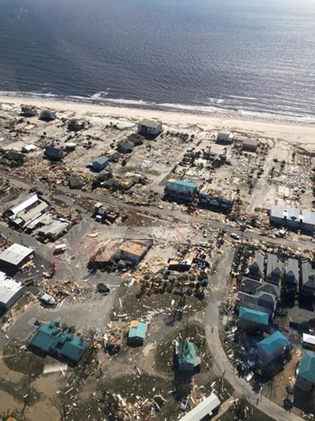 Khung cảnh tan hoang sau bão Michael nhìn từ trên cao - Ảnh 28.
