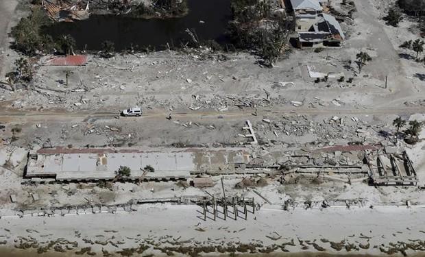 Khung cảnh tan hoang sau bão Michael nhìn từ trên cao - Ảnh 5.
