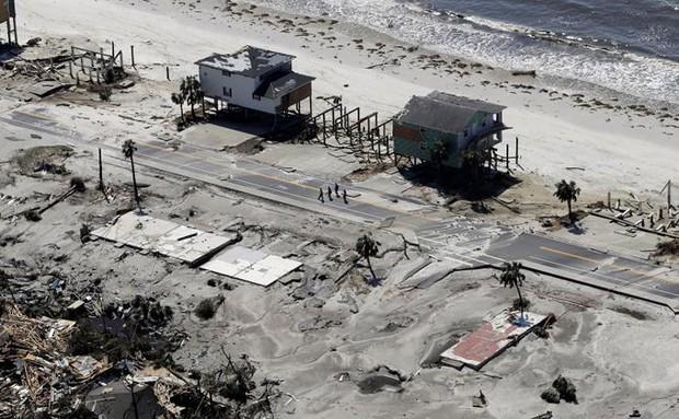 Khung cảnh tan hoang sau bão Michael nhìn từ trên cao - Ảnh 10.