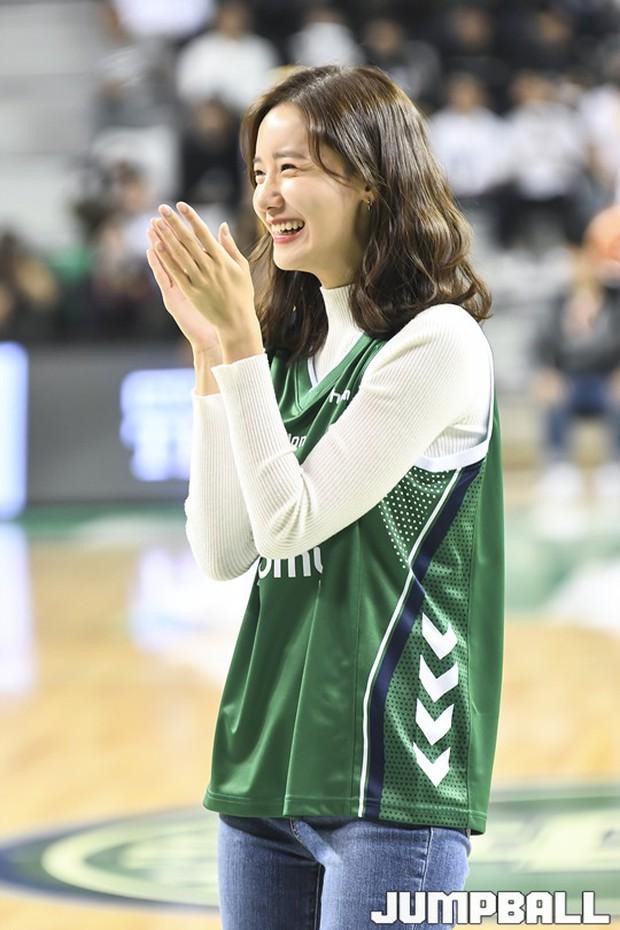 28 tuổi mà trẻ đẹp như 18, Yoona sắp soán ngôi thánh hack tuổi đỉnh nhất SNSD của Taeyeon mất rồi - Ảnh 5.