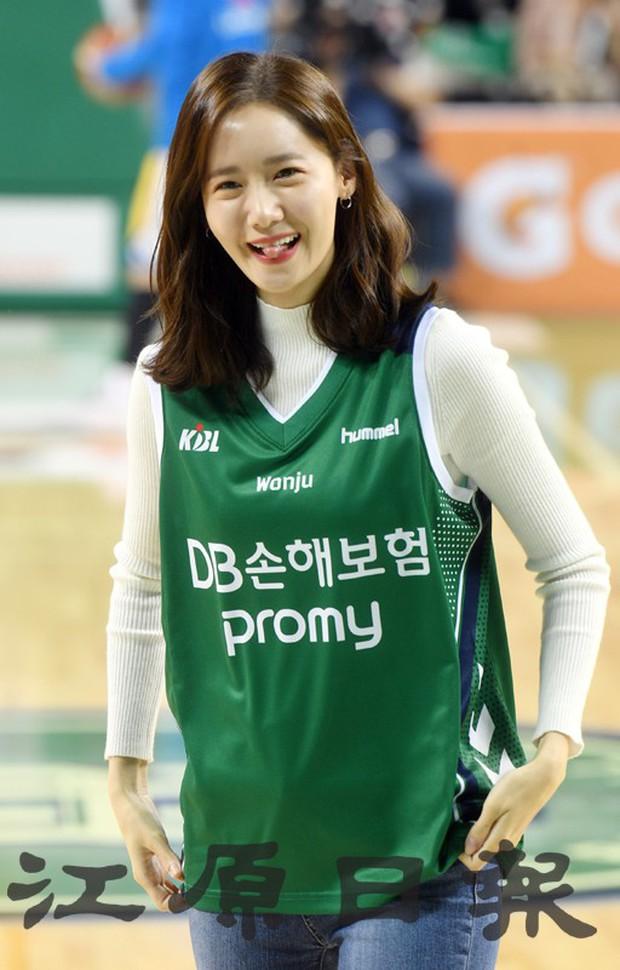 28 tuổi mà trẻ đẹp như 18, Yoona sắp soán ngôi thánh hack tuổi đỉnh nhất SNSD của Taeyeon mất rồi - Ảnh 6.