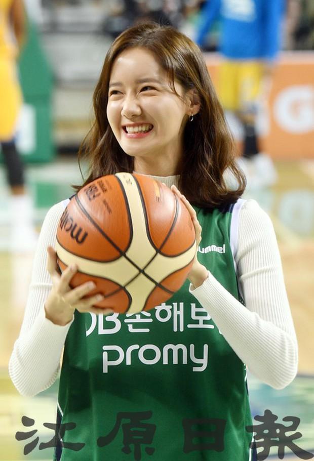 28 tuổi mà trẻ đẹp như 18, Yoona sắp soán ngôi thánh hack tuổi đỉnh nhất SNSD của Taeyeon mất rồi - Ảnh 8.