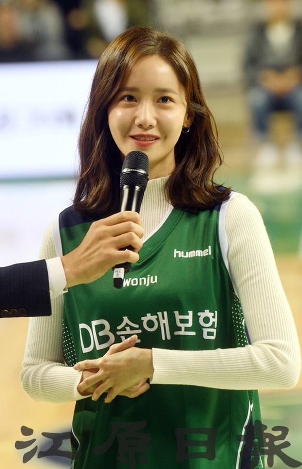 28 tuổi mà trẻ đẹp như 18, Yoona sắp soán ngôi thánh hack tuổi đỉnh nhất SNSD của Taeyeon mất rồi - Ảnh 7.