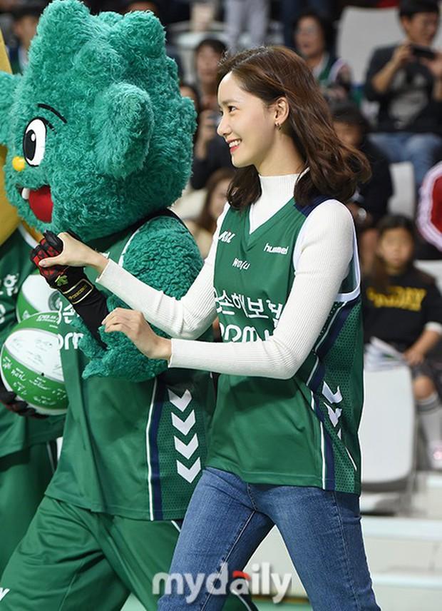 28 tuổi mà trẻ đẹp như 18, Yoona sắp soán ngôi thánh hack tuổi đỉnh nhất SNSD của Taeyeon mất rồi - Ảnh 2.
