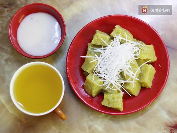 Hàng cốm xào siêu đắt ở Hà Nội: 50k - 70k/đĩa nhưng khách vẫn ùn ùn đến - nhất là vào mùa này - Ảnh 4.