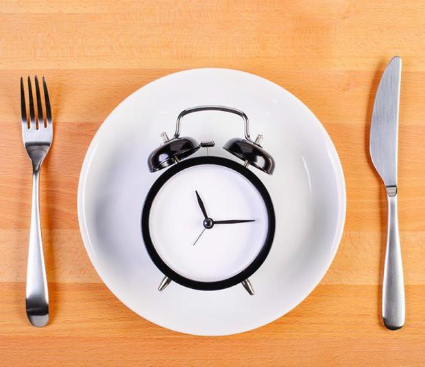 Ăn kiêng quá mức khiến bạn phải đối mặt với hàng loạt vấn đề sức khoẻ - Ảnh 1.