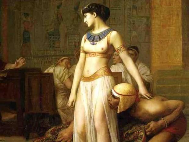 10 bí quyết làm đẹp kinh dị của các huyền thoại nhan sắc: Phụ nữ ngày nay liệu có dám thử? - Ảnh 2.
