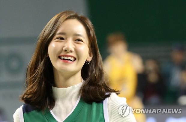 28 tuổi mà trẻ đẹp như 18, Yoona sắp soán ngôi thánh hack tuổi đỉnh nhất SNSD của Taeyeon mất rồi - Ảnh 9.