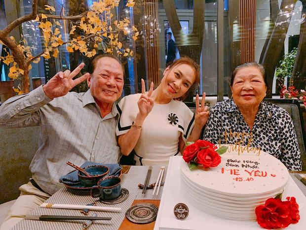 Mỹ Tâm nhí nhảnh hết cỡ, cùng đại gia đình tổ chức sinh nhật cho mẹ - Ảnh 1.