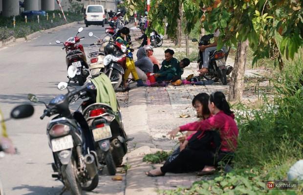 Hầm Thủ Thiêm bị phong tỏa, các tuyến đường về Sài Gòn bị tê liệt - Ảnh 10.