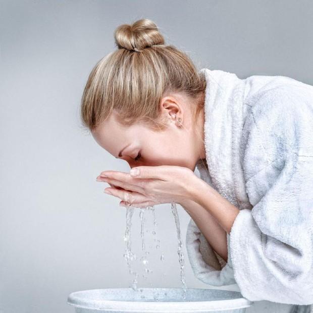 Con gái da dầu nếu cứ vô tư mắc phải những thói quen này sẽ chỉ càng làm tình trạng bóng nhờn thêm trầm trọng - Ảnh 5.