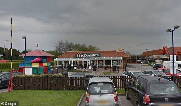 Câu chuyện lính cứu hỏa vào McDonalds xin nước uống bị từ chối phũ phàng: cư dân mạng chia làm 2 phe tranh cãi - Ảnh 3.