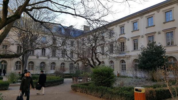 Có một nước Pháp lãng mạn, thơ mộng như thế này bảo sao ai cũng muốn sang đấy du học - Ảnh 2.