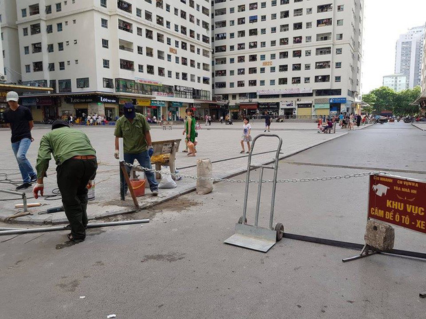 Người đàn ông gặp nạn do xe máy vướng vào dây xích chắn ngang đường tại chung cư HH Linh Đàm - Ảnh 3.