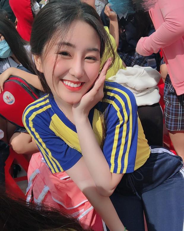 Loạt nữ sinh hot nhất nhì THPT Bình Hưng Hoà (TP. HCM): Xinh đẹp và vóc dáng cực nổi bật - Ảnh 4.