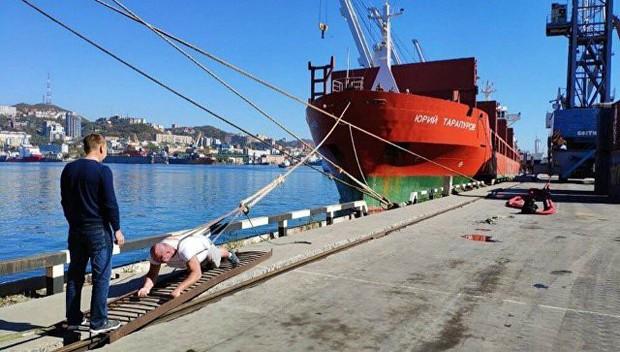 Hulk đời thực: Người đàn ông tay không kéo tàu thủy 11 nghìn tấn, tự phá kỷ lục Guinness của chính mình - Ảnh 3.