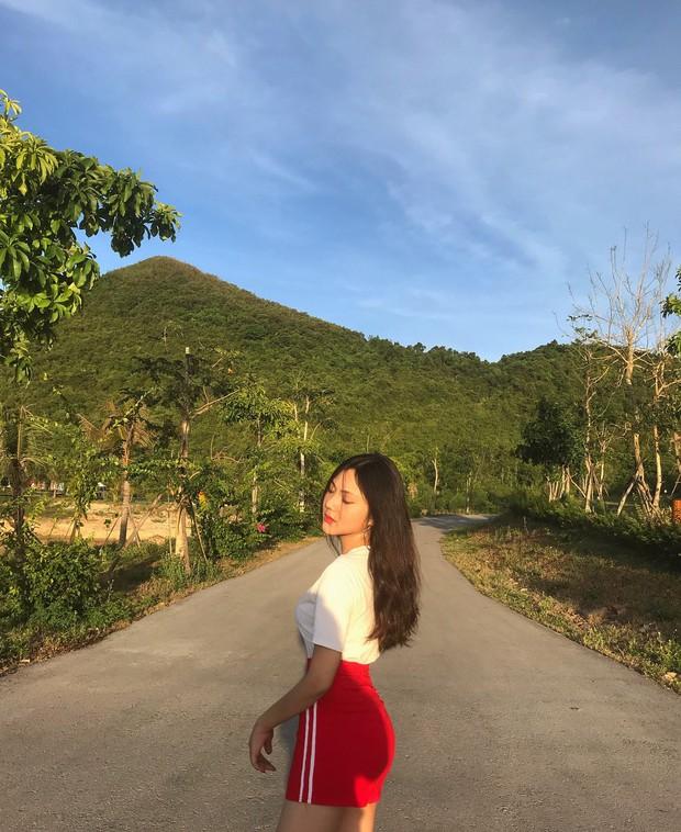 Loạt nữ sinh hot nhất nhì THPT Bình Hưng Hoà (TP. HCM): Xinh đẹp và vóc dáng cực nổi bật - Ảnh 9.