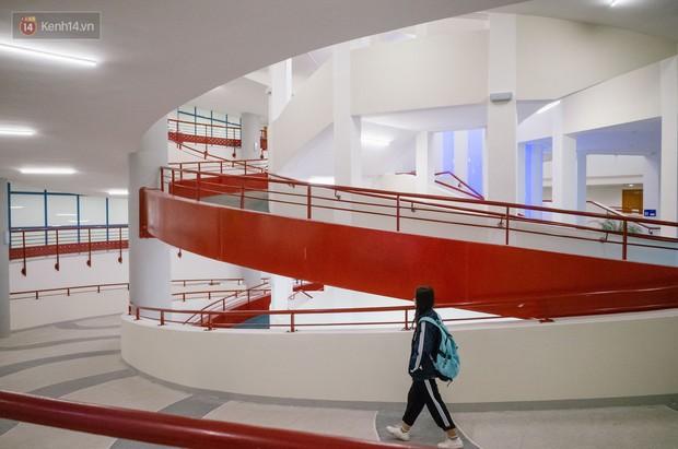 Thư viện các trường Đại học ở Việt Nam: Nơi sang chảnh 129 tỷ đồng, nơi đẹp đến mức đứng đâu cũng ra ảnh nghìn like - Ảnh 3.