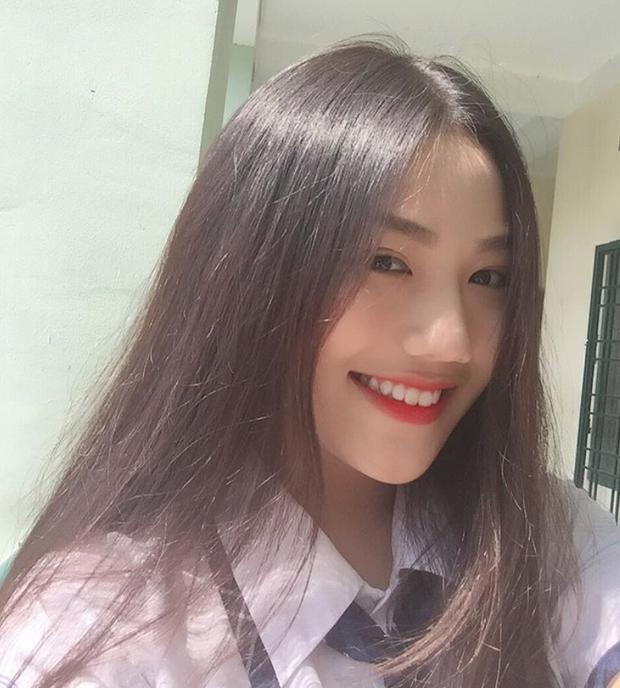 Triệu Vy - Ngọc Trân: 2 nữ sinh học chung trường cấp 3, nổi như cồn với body gợi cảm và tin đồn thẩm mỹ - Ảnh 3.