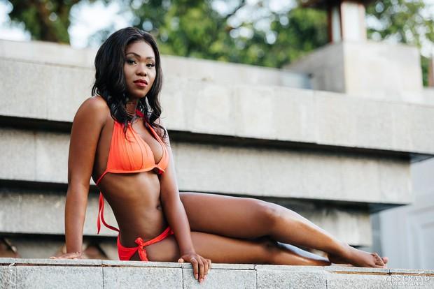 Phương Nga khoe body nóng bỏng, ngồi vị trí trung tâm trong bộ ảnh bikini tại Miss Grand International 2018 - Ảnh 7.