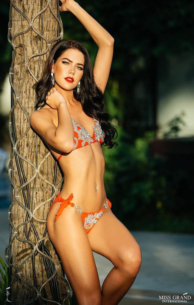 Phương Nga khoe body nóng bỏng, ngồi vị trí trung tâm trong bộ ảnh bikini tại Miss Grand International 2018 - Ảnh 8.