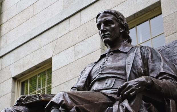 Những bí mật ít ai biết về trường Harvard, có cả truyền thống nam nữ thả rông chạy ngoài đường vào nửa đêm - Ảnh 1.