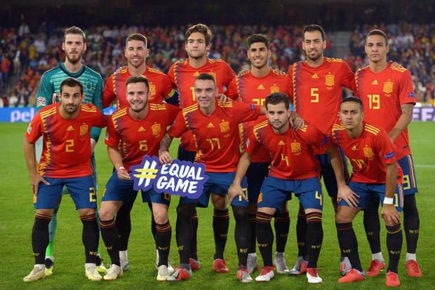Cặp chân gỗ bất ngờ thay nhau sáng lòa, ĐT Anh xuất sắc hạ gục Tây Ban Nha 3-2 - Ảnh 1.