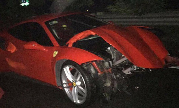 Vụ siêu xe Ferrari của ca sĩ Tuấn Hưng gặp tai nạn, nát đầu: Trên xe có ca sĩ Tuấn Hưng và lái xe - Ảnh 1.