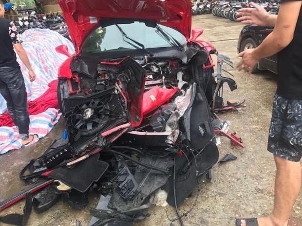 Vụ siêu xe Ferrari của ca sĩ Tuấn Hưng gặp tai nạn, nát đầu: Trên xe có ca sĩ Tuấn Hưng và lái xe - Ảnh 2.