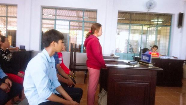 Vụ đánh ghen tàn bạo ở Cà Mau: Truy người tung clip lên mạng - Ảnh 1.