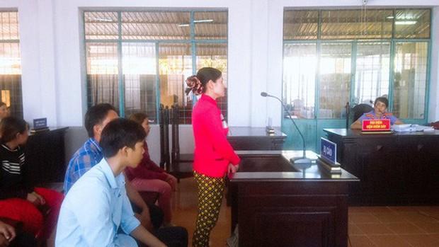 Vụ đánh ghen tàn bạo ở Cà Mau: Truy người tung clip lên mạng - Ảnh 2.