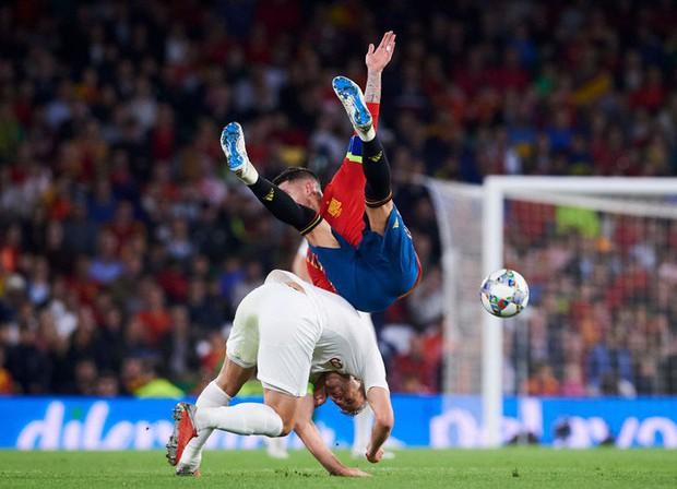 Cặp chân gỗ bất ngờ thay nhau sáng lòa, ĐT Anh xuất sắc hạ gục Tây Ban Nha 3-2 - Ảnh 9.