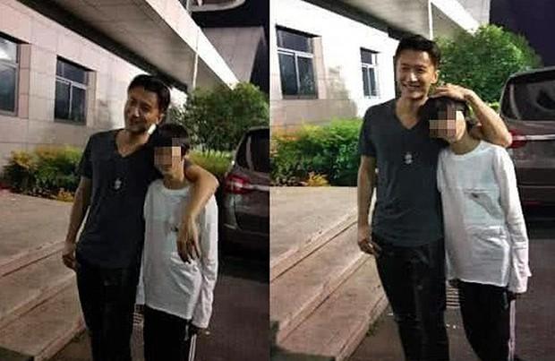 Hình ảnh hiếm hoi Tạ Đình Phong về Hong Kong thăm Trương Bá Chi và 2 con trai - Ảnh 2.