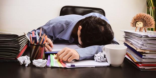 Đau mỏi vai gáy: Căn bệnh thường gặp ở dân văn phòng mà ít người biết