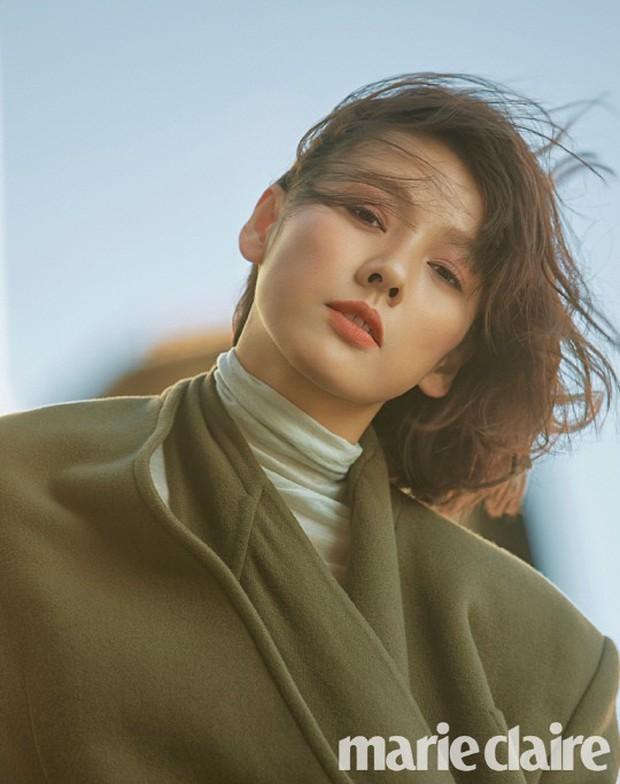 Sau Song Hye Kyo, nữ hoàng gợi cảm Lee Hyori cũng lột xác ngoạn mục, đẹp đỉnh cao với mái tóc ngắn mới toanh - Ảnh 3.