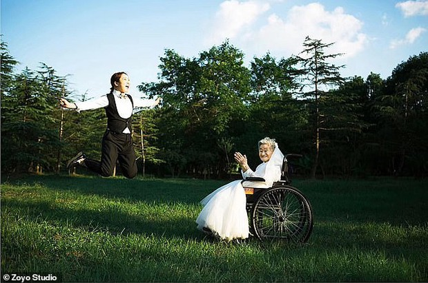 Cháu gái đóng vai ông nội, cùng bà 96 tuổi chụp ảnh cưới để hoàn thành tâm nguyện cuối cùng - Ảnh 6.